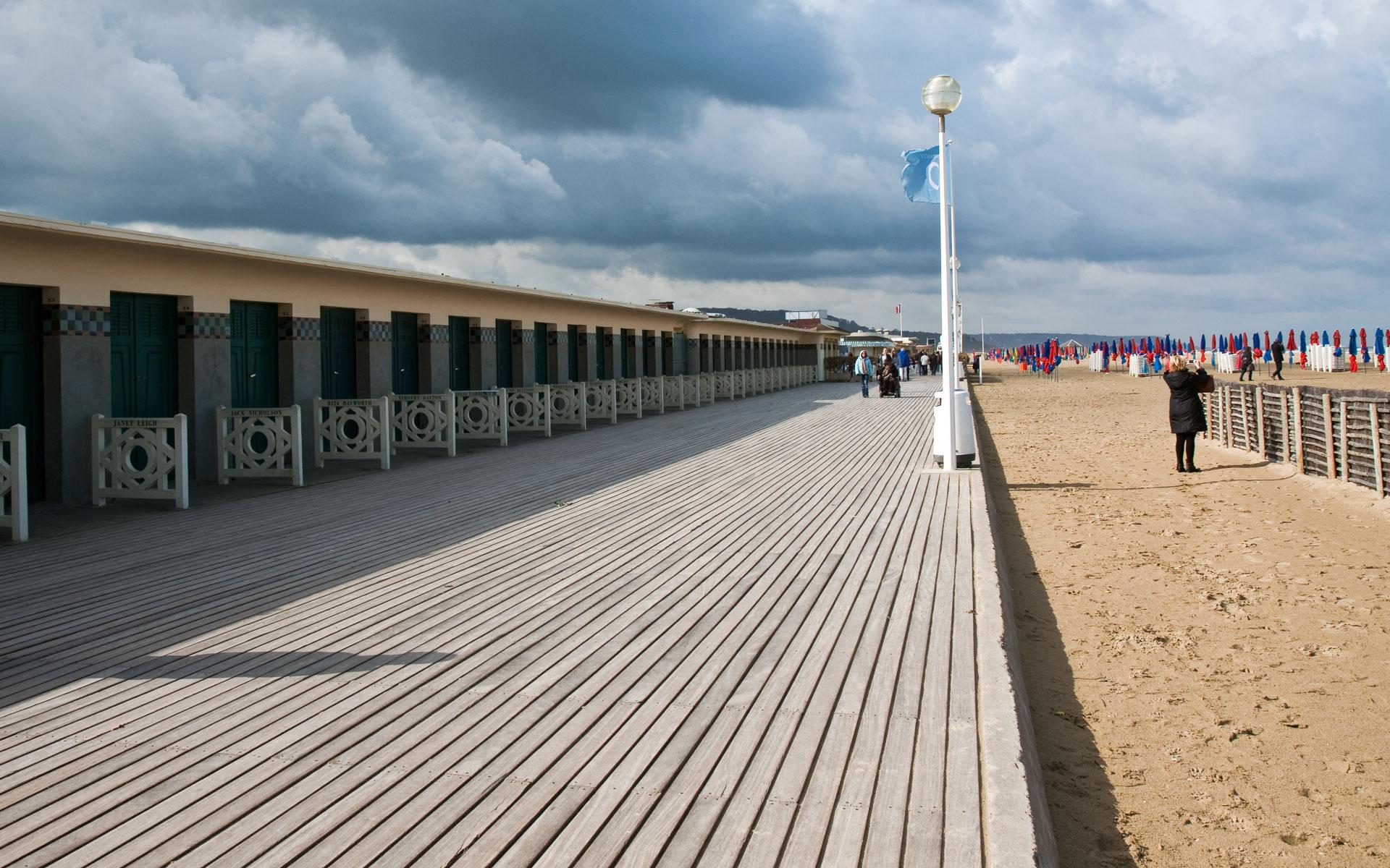 Deauville planches arts et voyages for Appart hotel etranger